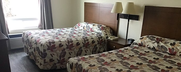 queen bed suite in our the pas manitoba hotel
